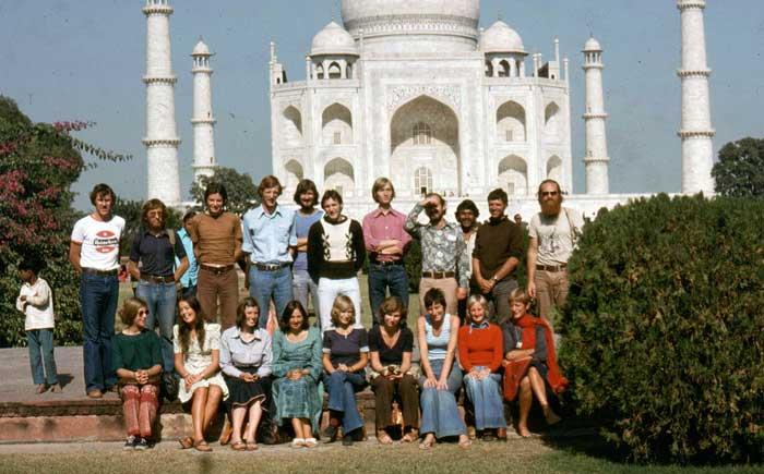 http://www.indiaoverland.biz/overland/news/st21/Taj-Mahal-Agra.jpg